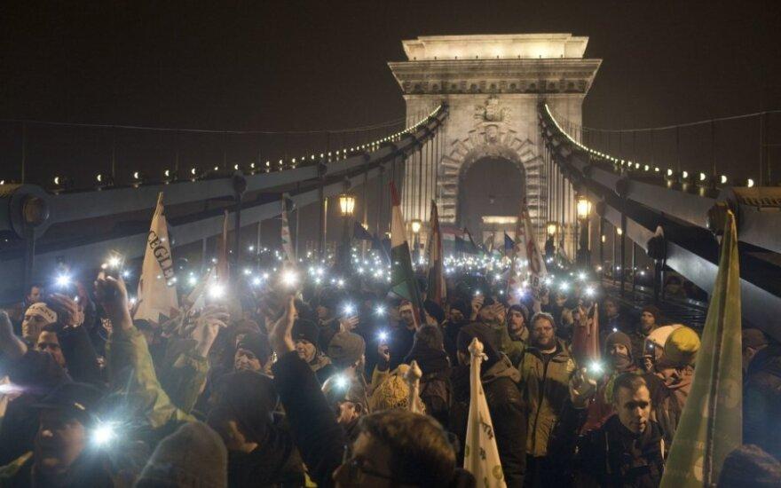 Vengrija: protestuotojai vėl išėjo į Budapešto gatves