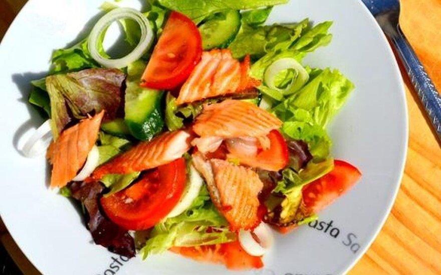 Lengvos lašišos salotos