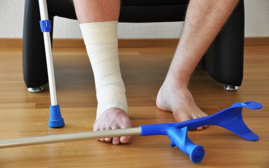 Sugipsavo sveiką koją, dar kiek – būtų ir išoperavę