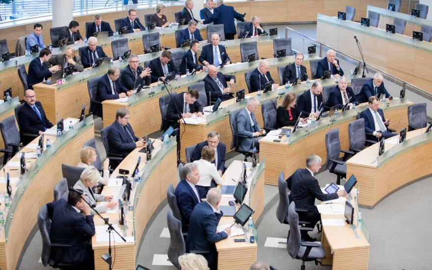 Seimo nariai Velykų laukia dirbdami laisvesniu grafiku: per dvi savaites – tik vienas posėdis