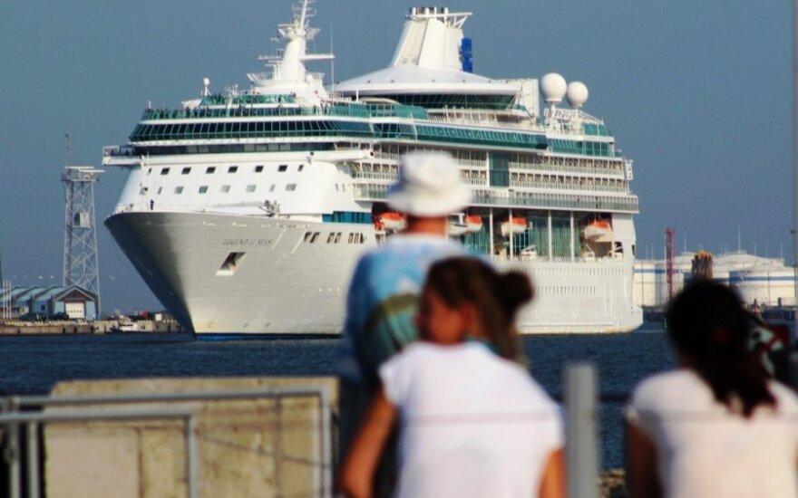 Prašmatnus kruizinis laivas pasiekė Klaipėdą: kokių lūkesčių turi iš jo išlipę turistai?