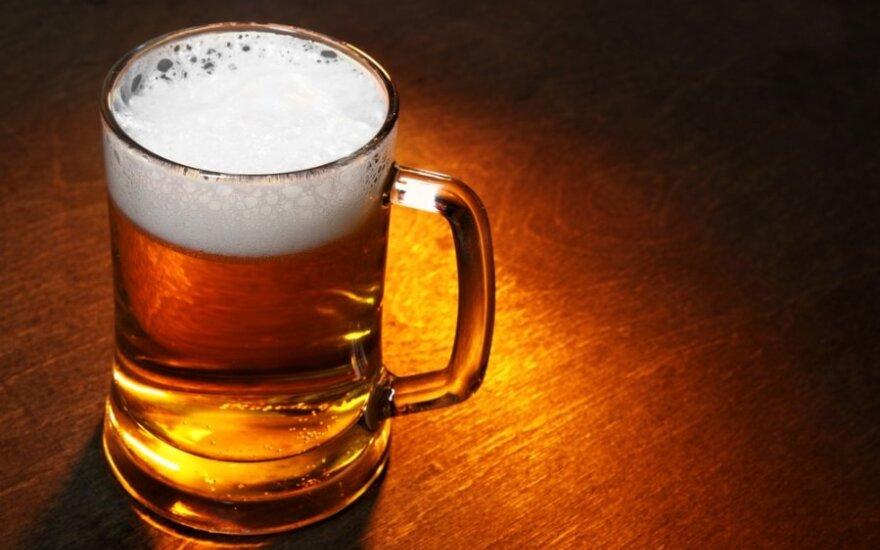 Užuot pūtęs į alkotesterį, vairuotojas puolė gerti alų