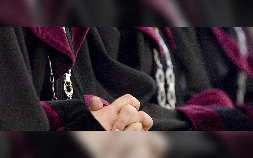 Kauno apygardos teismo teisėjas galėjo suklastoti kolegų parašus ir paleisti nusikaltėlius