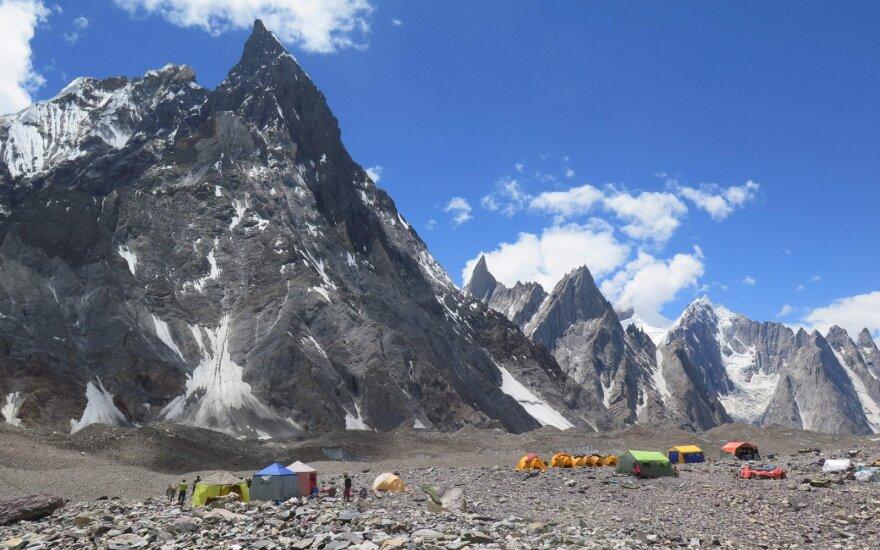 Pakistano kalnuose po nelaimingo atsitikimo išgelbėti du britų alpinistai