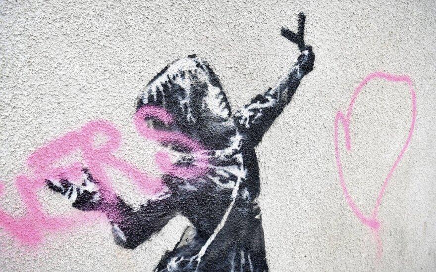 Vandalai sugadino garsiojo Banksy kūrinį Anglijoje