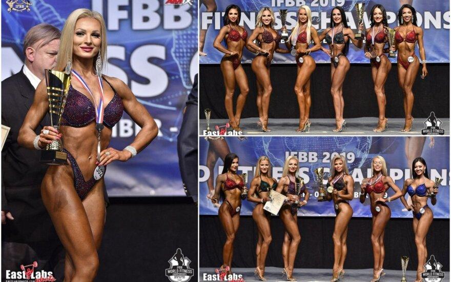 IFBB pasaulio fitneso čempionate dvi lietuvės lipo ant apdovanojimų pakylos / FOTO: IFBB.lt