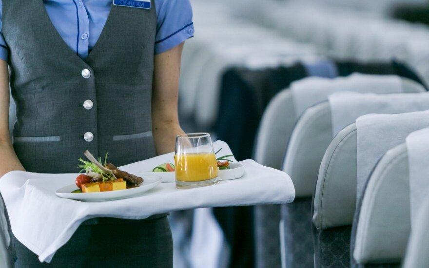 Kodėl skrydžio metu atsiranda pilvo pūtimo jausmas, užgula ausis ir netgi gali pradėti skaudėti dantis?