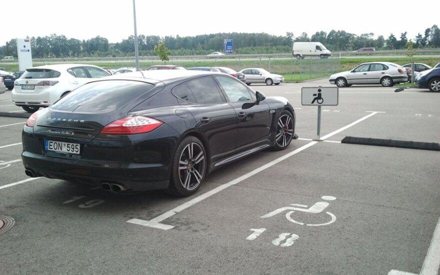 Avižienių sen., šalia automagistralės Vilnius-Panevėžys. 2012-08-20