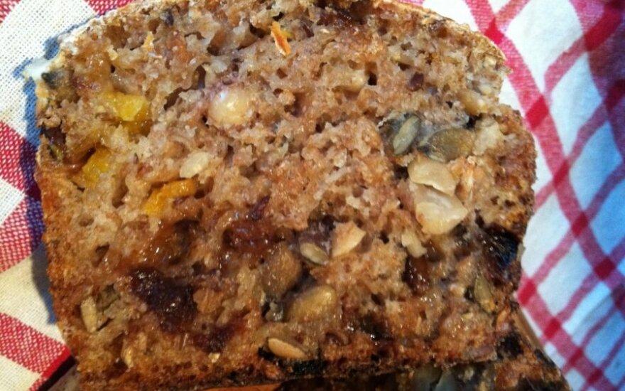 Duona su skaldytais grūdais, vaisiais ir riešutais