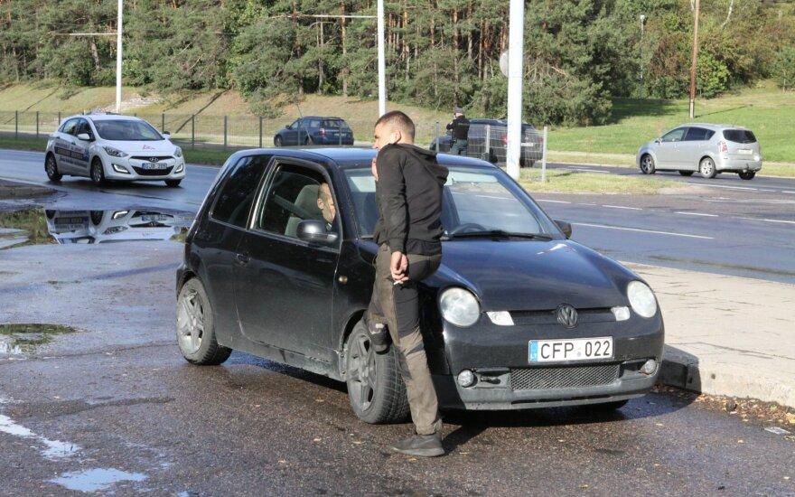 """Vilniuje vyksta greičio mėgėjų gaudynės: """"VW Lupo"""" vairuotojas per pusvalandį įkliuvo du kartus"""