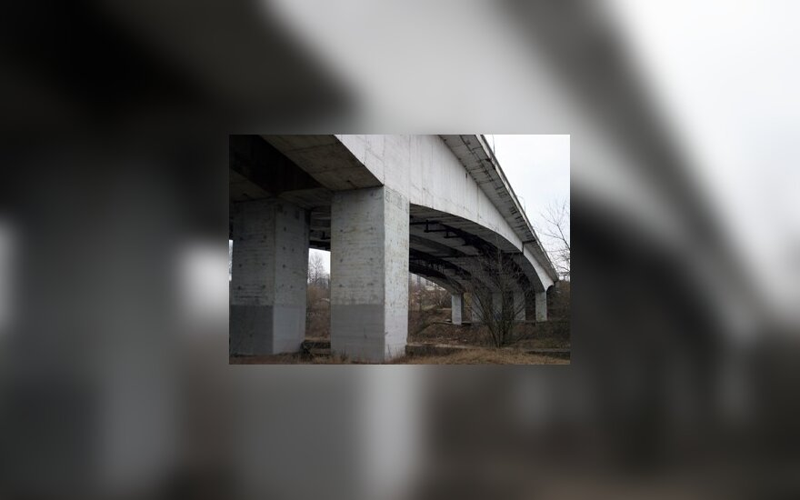 Keisis eismas Vilniaus Lazdynų tiltu