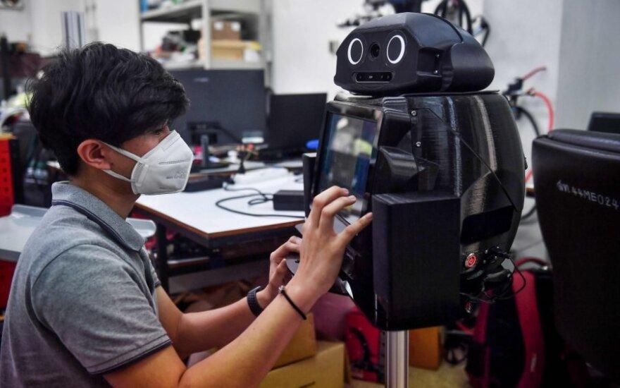 """Tailando ligoninės kovai su koronavirusu pasitelkė """"robotus nindzes"""""""