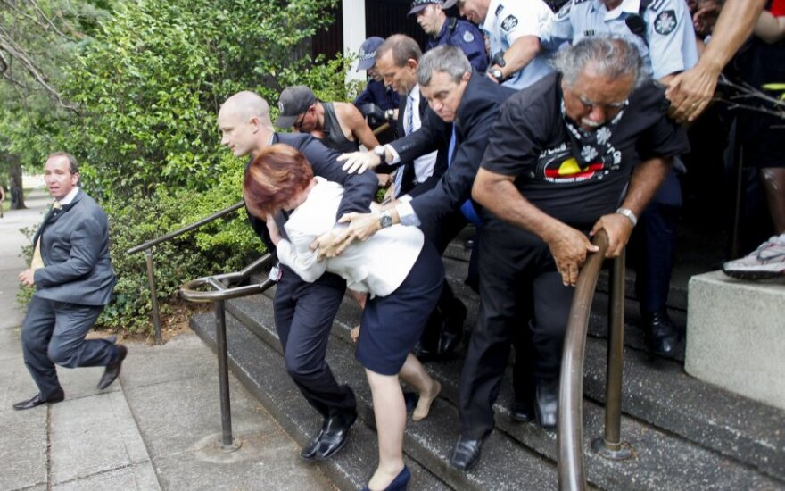 Australijos policija išgelbėjo premjerę nuo įpykusių aborigenų