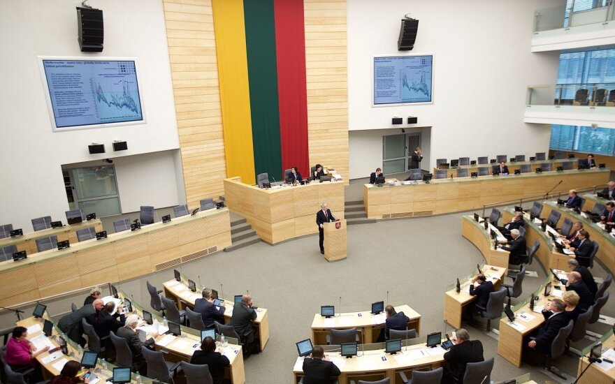 Conservative, Liberal leaders urge PM to check Seimas' confidence