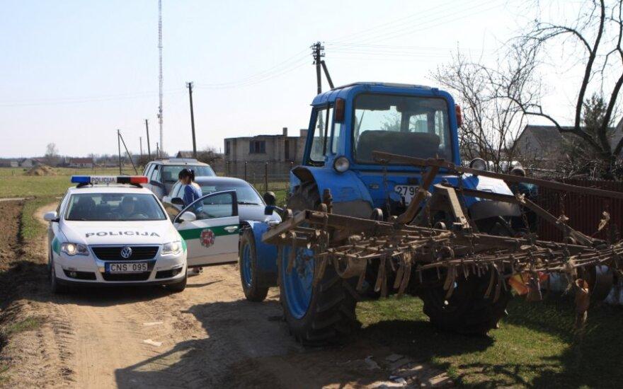 Apie pagrobtą traktorių vyras pranešė tik po 6 metų