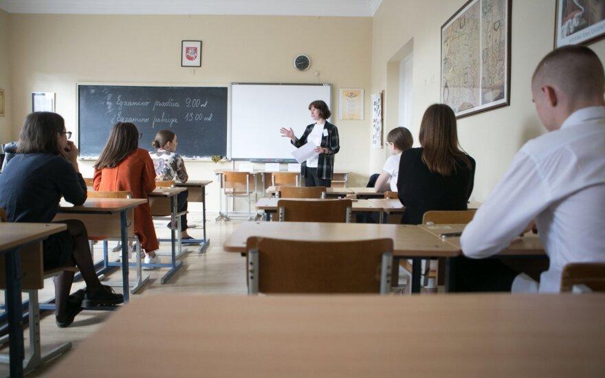 Skelbia svarbią dalį egzaminų rezultatų: šių metų pasiekimai – prastesni
