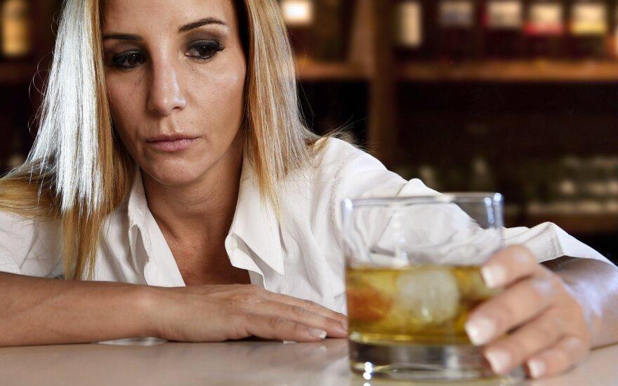 Alkoholikams blaivybę palaiko AA susirinkimai.
