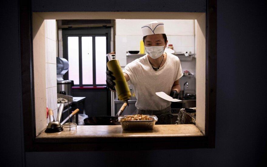 Užsikrėtusių koronavirusu skaičius pasaulyje perkopė milijoną