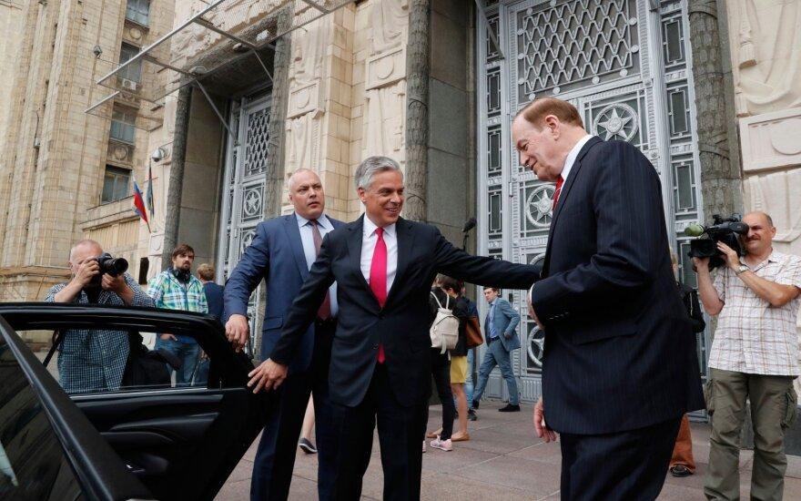 Artėjant Putino ir Trumpo susitikimui į Maskvą reto vizito atvyko JAV senatoriai