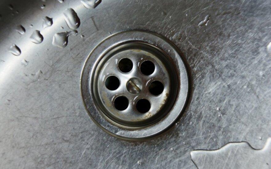 Rečiau naudojamus dušus ir čiaupus vieną kartą per savaitę reikia atsukti kelioms minutėms ir paleisti vandenį.