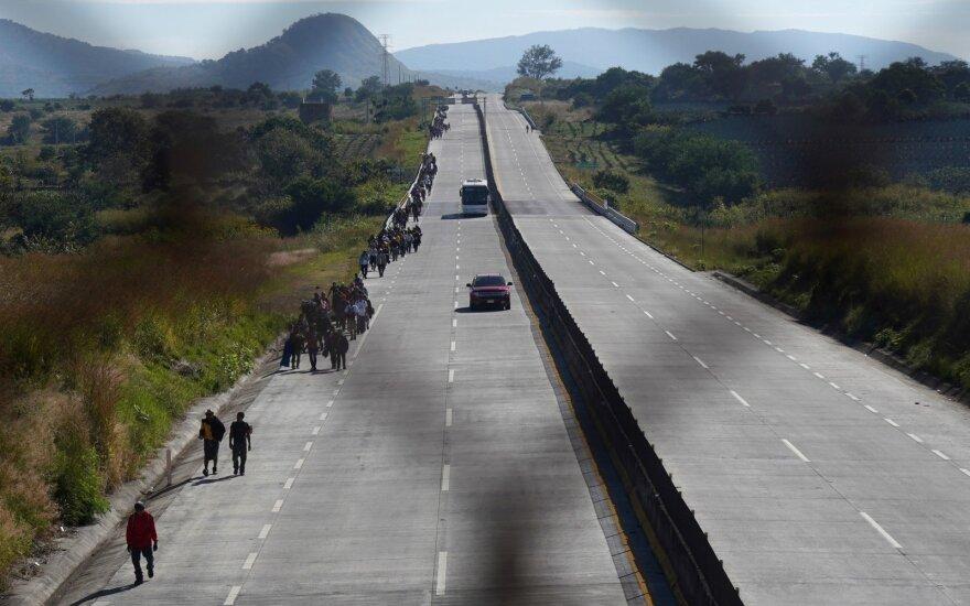 Meksikoje nuo kelio nulėkus sunkvežimiui žuvo 25 migrantai