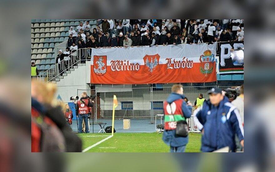 Lenkų futbolo fanų plakatas Kijevo stadione