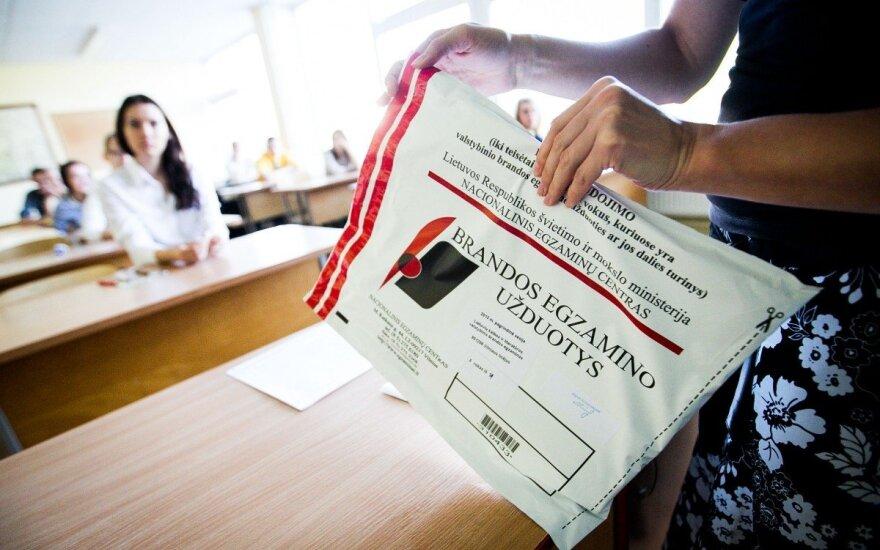 Moksleiviams sužibo viltis: svarstoma idėja išvis atsisakyti egzaminų