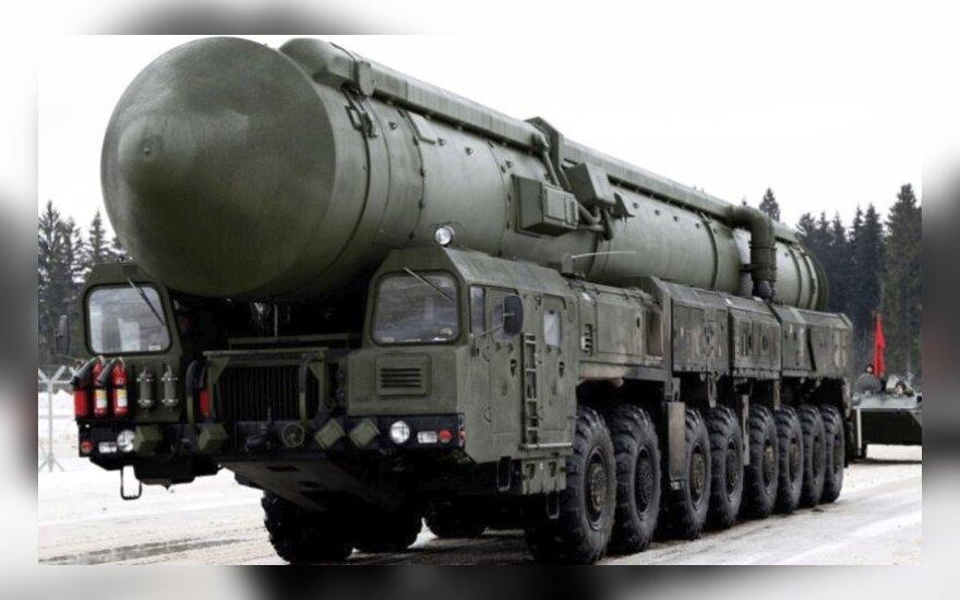 Kalašnikovais sustabdė branduolinių raketų ešeloną