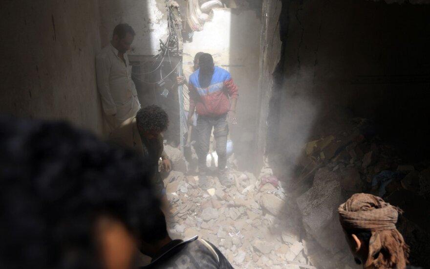 Po išpuolio prieš naftotiekį Rijado vadovaujama koalicija smogė Jemeno sukilėliams