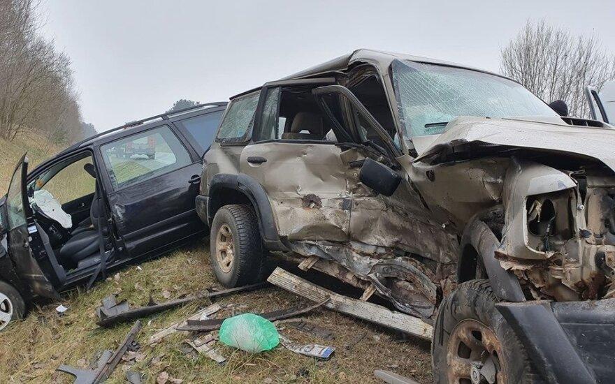 Vilniuje per avariją sumaitoti du automobiliai: skubios medikų pagalbos prireikė dviem vyrams