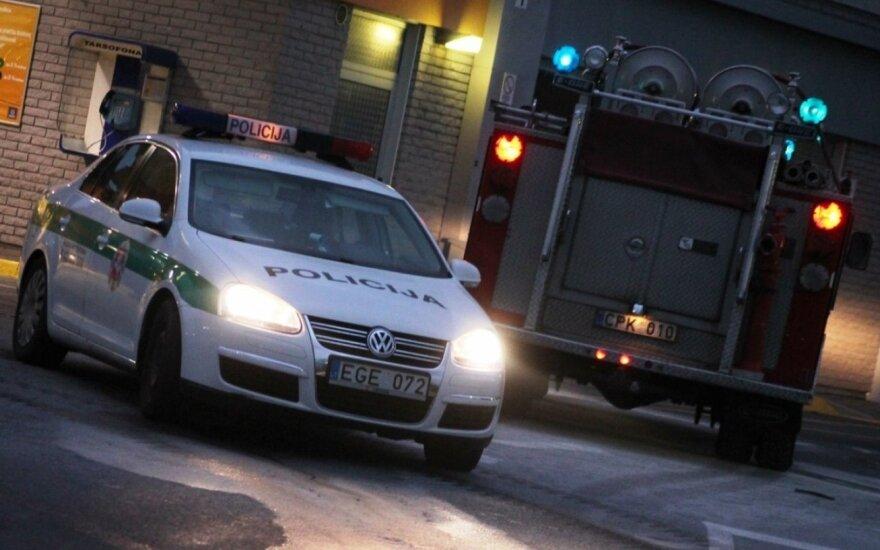 """Vilniaus pakraštyje naktį sudegintas 38 000 eurų vertės """"Mercedes"""""""