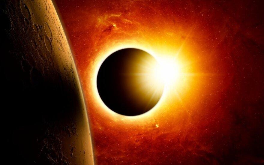 Astrologė perspėja: artėjantis Saulės užtemimas sukels įtampą