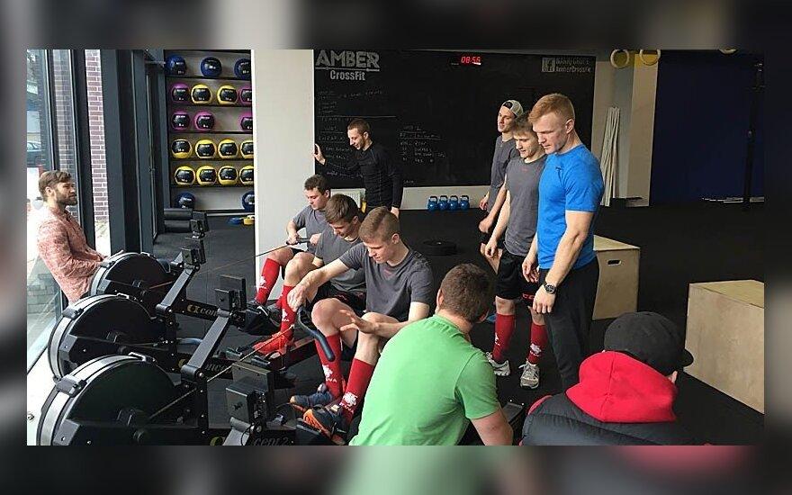 Lietuvos ledo ritulio rinktinės nariai treniruoklių salėje