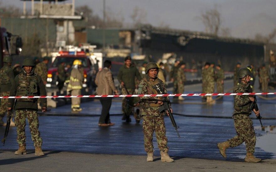 Afganistane per sprogimą žuvo 11 žmonių, policininkas nušovė savo penkis kolegas