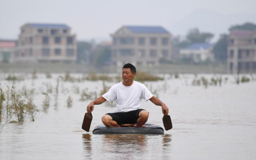 Kinijoje per potvynius žuvo 61 žmogus
