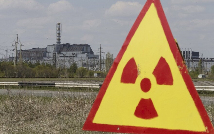 Fukušimos atominės jėgainės operatorei leista įjungti du reaktorius