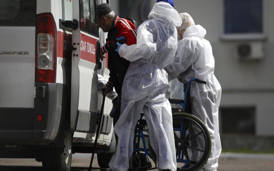 Baltarusiai nebetiki valdžia: Lukašenkai neigiant koronaviruso grėsmę, patys imasi rinkti pinigus kovai su pandemija