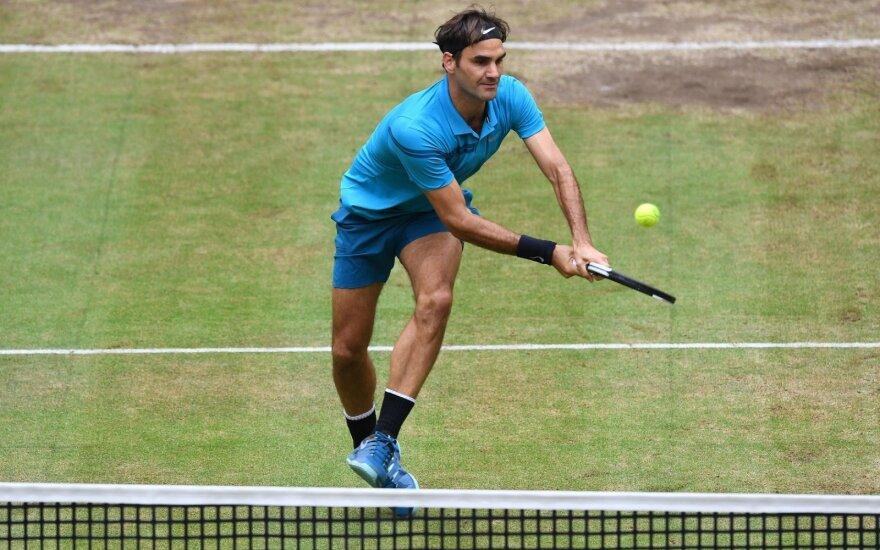 Federeris netikėtai pralaimėjo finalą ir prarado pirmą ATP reitingo vietą