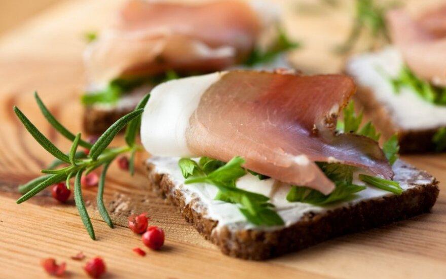 Vieno kąsnio sumuštiniai su kumpiu