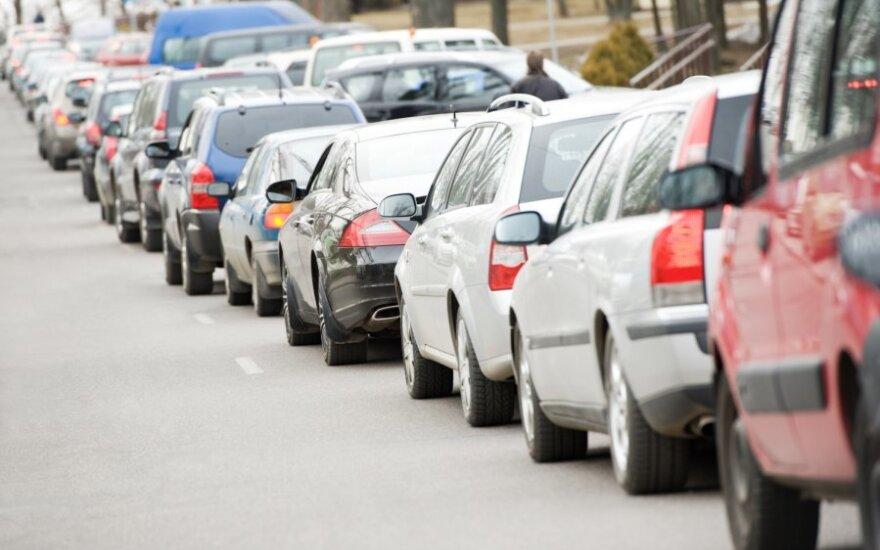 Kokiomis valandomis vairuoti pavojingiausia?