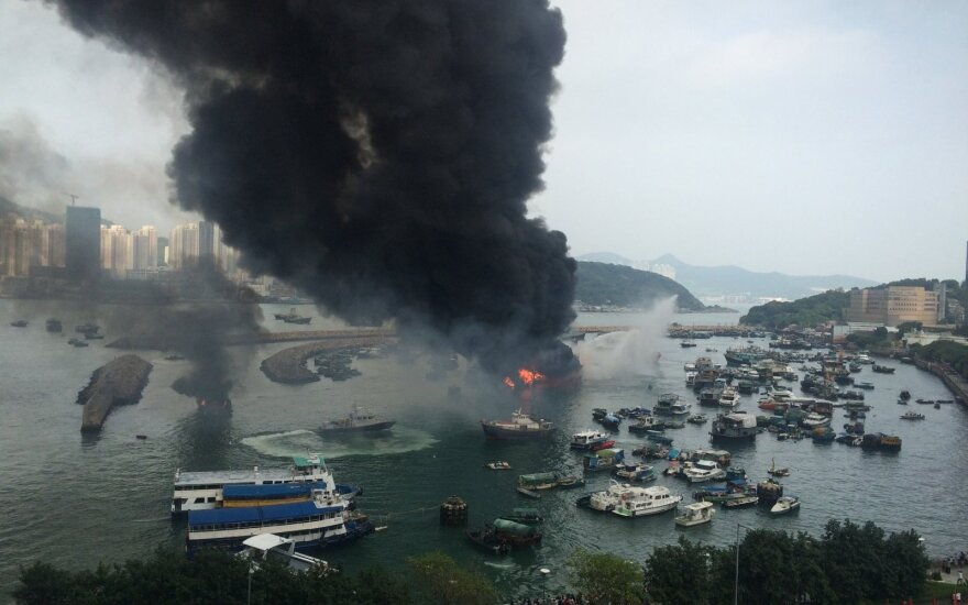 Gaisras nusiaubė Hongkongo uostą