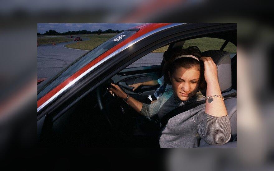"""""""Juodoji dėžė"""" tėvams praneš apie nedrausmingai vairuojančias atžalas"""