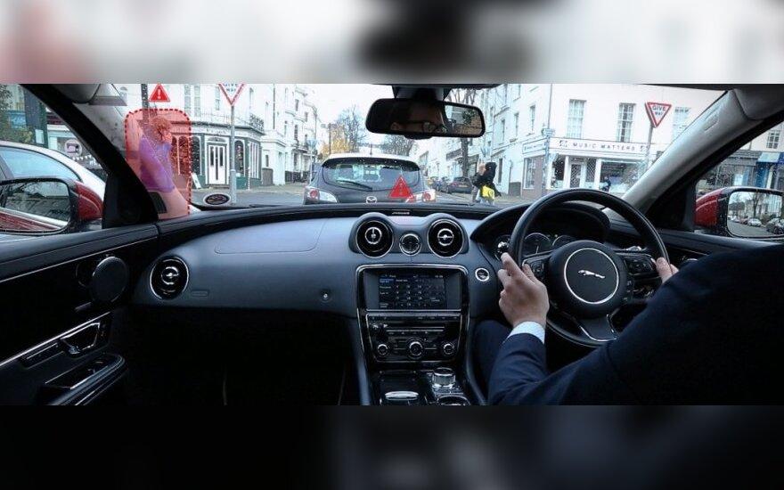 Jaguar Land Rover kuriama sistema 360 Virtual Urban Windscreen