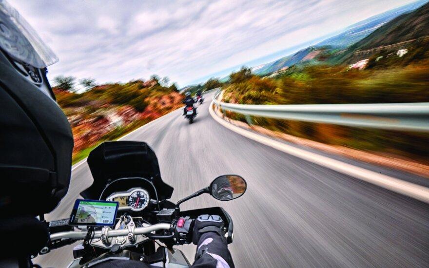 Naujiena motociklininkams: siūlo navigacijos sistemą, kuri apie avariją praneš artimiesiems