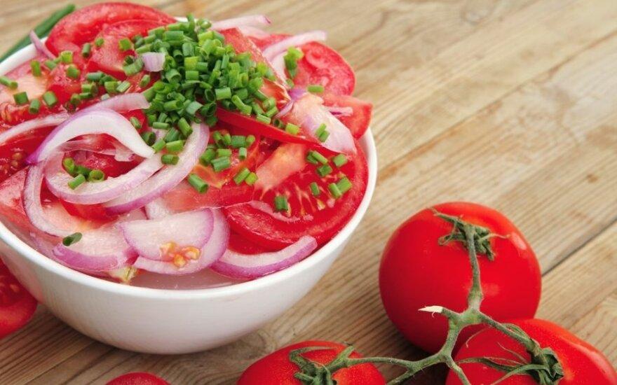 Aštrios pomidorų salotos