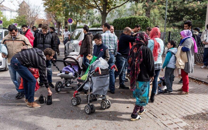 """<span style=""""color: #ff0000;"""">Migrantų krizė.</span> Viena: nuotaikos gatvėje ir pasakojimai pašnabždomis"""