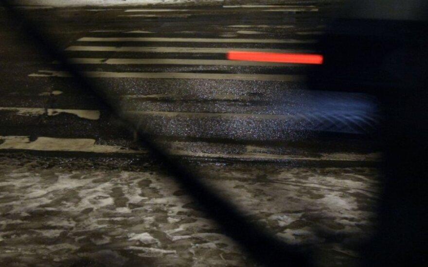 Skaitytojo skundas: ar kelininkai pamiršo įjungti šviesą prie aplinkkelio?
