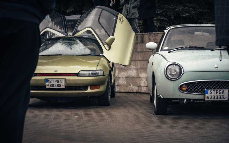 """Toyota Sera"" ir ""Nissan Figaro"""