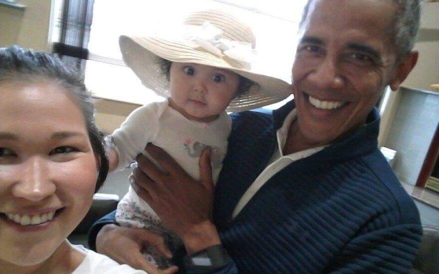Socialinius tinklus užkariauja B. Obamos nuotrauka su kūdikiu