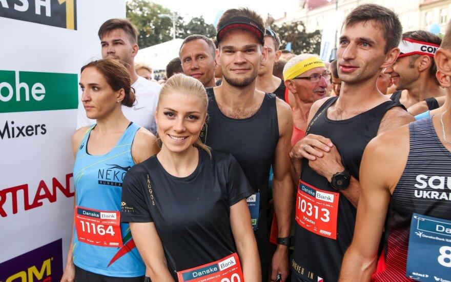 Išskirtinė jaunavedžių staigmena: po vestuvių svečiai stojo prie maratono starto linijos